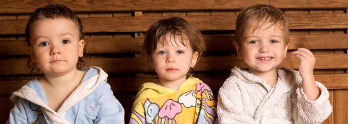 Kinder in der Sauna